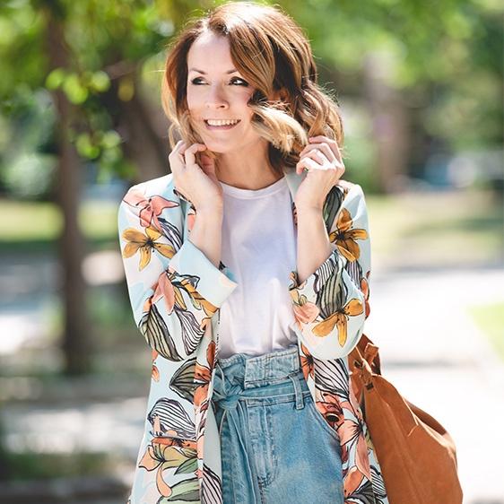 la-camiseta-en-moda-mujer-que-querras-este-verano